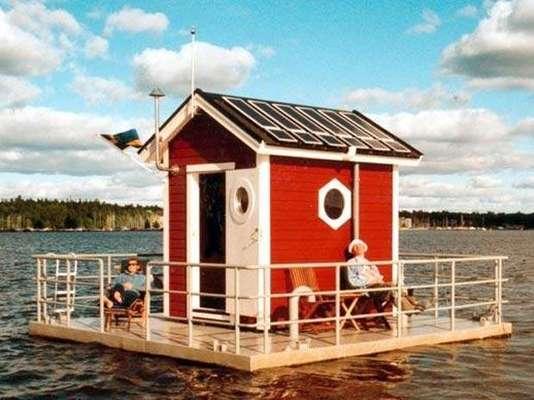 Hotel sobre el agua y de una sola habitaci n for Puerta que se abre sola