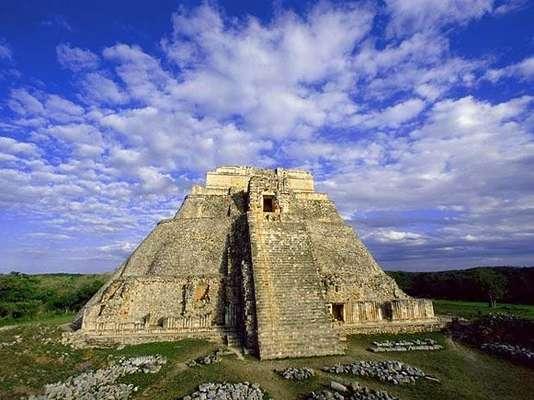 Los recintos arqueológicos son la prueba del esplendor de las civilizaciones antiguas. Es el caso de los centros ceremoniales mayas. Conoce 10 de las más impresionantes construcciones prehispánicas.