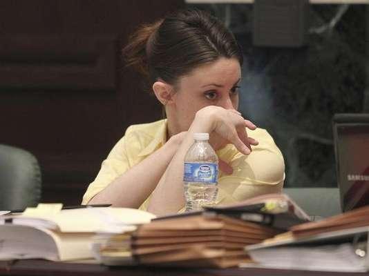 Casey Anthony, una joven madre que había sido acusada de asesinar a su pequeña hija Caylee, de 2 años de edad, fue declarada no culpable de los cargos más graves de los que estaba acusada. De haber sido encontrada culpable, Casey Anthony, de 25 años de edad, hubiera podido ser condenada a la pena de muerte y se hubiera convertido en una de las mujeres más jóvenes del estado de Florida con este tipo de castigo.