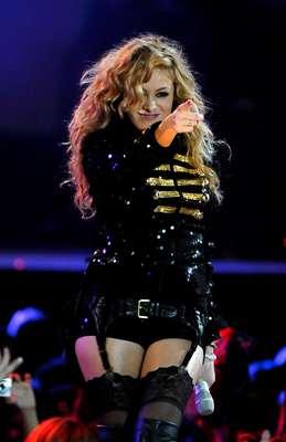 Paulina Rubio: 20 millones de copias vendidas. La nueva generación del pop Latino trajo nombres como Shakira, Enrique Iglesias, Paulina Rubio y Juanes. Con cifras que van desde los 20 millones de copias vendidas ¡Descubre hasta donde llega la cifra de los artistas más vendedores del momento!