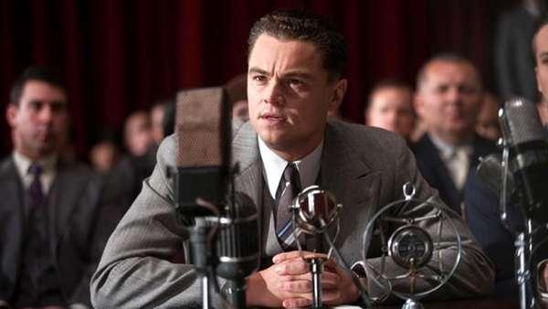 J Edgar. J. Edgar Hoover logró convertirse en el hombre más poderoso de los Estados Unidos en sus casi cincuenta años frente al FBI. Esta es la historia íntima de un villano o un héroe, que cambió el rumbo de un país.