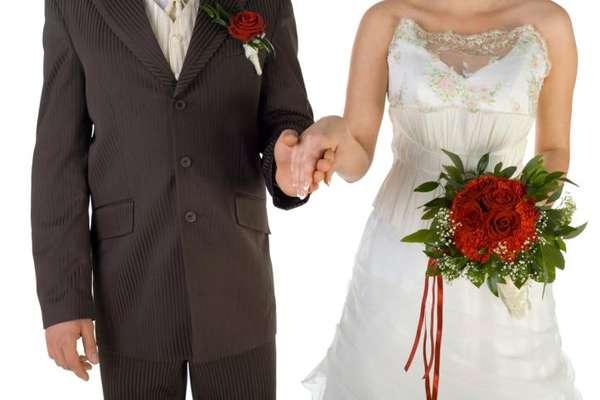Para las mujeres que creen que los hombres tienen miedo al compromiso porque no quieren renunciar a su sábado por la noche, Jon Cheese del sitio cracked.com revela las verdaderas razones de por qué el matrimonio asusta a los hombres.