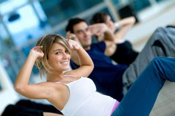 El snack ideal antes de hacer ejercicio es una combinación entre carbohidratos y un poco de proteína. Esta mezcla te dará la energía necesaria para ejercitarte mejor, pero si acostumbras hacer ejercicio con el estómago vacío te recomendamos tres alimentos para que te den el empujón que a veces requieres en una rutina.