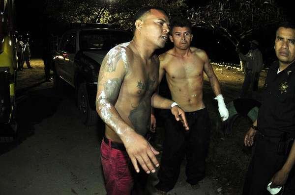 Los presos que lograron sobrevivir muestran su sorpresa ante el trágico evento.