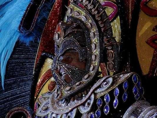 Los carnavaleros mostraron su creatividad durante el Concurso Nacional de Fantasías, que tuvo lugar en el Jockey Club de la ciudad de Río de Janeiro. El lujo se tomó el lugar gracias al brillo de los trajes. En la presentación, los concursantes podían expresarse artísticamente, combinando teatro y música en un show para el recuerdo. ¿Qué te parece?