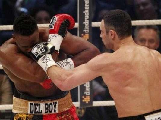 Vitali Klitschko y Dereck Chisora disputan hoy el título pesado del CMB en una pelea celebrada en Munich, Alemania.