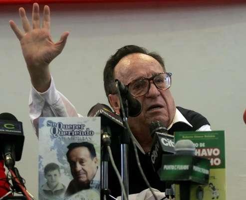 El humorista y actor Roberto Gómez Bolaños ha sido uno de los personajes que más veces han pasado por muerto en las diferentes redes sociales. La más reciente comenzó por una cadena en los celulares Blackberry que anunciaba la muerte del comediante.