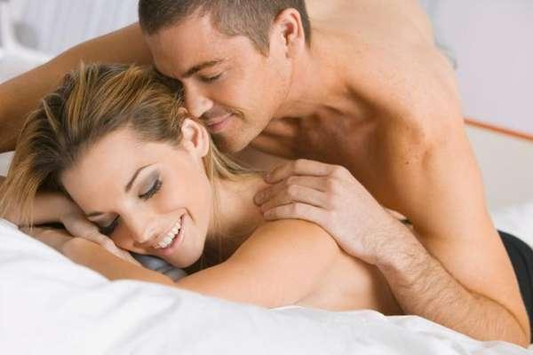 En la cama, más que en cualquier otro sitio, uno debe aprender a entender a su pareja. Sea la primera o la centésima vez que estamos con una persona en la cama, es muy común que nos asalten dudas acerca de qué le gustará o qué espera de nosotros.