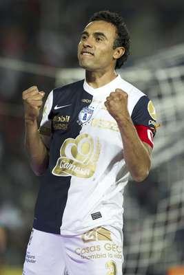 Pachuca clasificó a la Liguilla del Clausura 2012 al derrotar 3-1 a Guadalajara. Las anotaciones de los Tuzos fueron obra de Jaime Ayoví al minuto 4, Castillo al 40 y Leobardo López al 76. Por Chivas descontó Antonio Salazar al 34.
