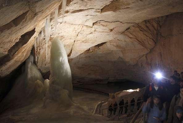 Un grupo de científicos probó nuevas tecnologías en las cuevas de hielo alpinas, para algún día realizar una misión a Marte.