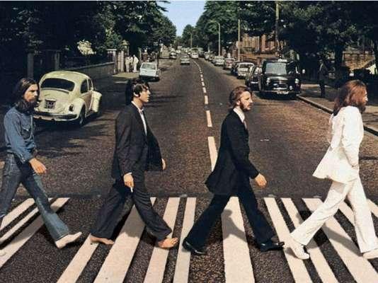 Paul McCartney aseguró con el presentador David Letterman que el rumor sobre su muerte surgió de la portada del disco 'Abbey Road' en donde él posa con los pies descalzos. El ex Beatle hasta no se explica el fenómeno de relacionar su manera de dar el paso zebra con la muerte.