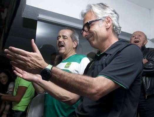 """Jesús Martínez, dueño del club León, celebra el ascenso de los """"Panzas Verdes""""."""