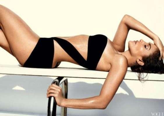 J.Lo acaba de posar en ropa de baño para la revista Vogue.