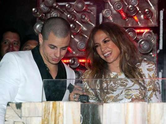 """Jennifer López celebró con su novio Casper Smart el lanzamiento de su nuevo sencillo, """"Goin' In"""", en una fiesta en el Hyde Bellagio Resort and Casino de Las Vegas."""