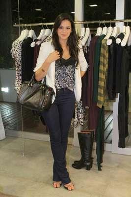 Bruna Marquezine esteve presente na inauguração da loja Fórum Tufi Duek em Ipanema, Rio de Janeiro