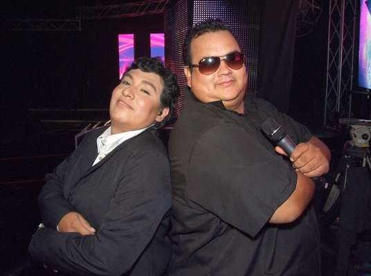 """En el backstage con Juan Gabriel y Tito Nieves. Una dupla musical que en el mundo real es casi improbable, cobra importancia en """"Yo Soy"""" a partir de las geniales imitaciones de Ronald Hidalgo y Percy Dante, respectivamente."""