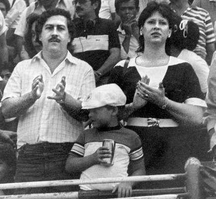 Para unos amado, para otros odiado. Pablo Escobar se convirtió en el principal referente delincuencial de finales de los 80 y principios de los 90. Nació el 1 de diciembre de 1949 en Rionegro y murió el 2 de diciembre de 1993 en Medellín.