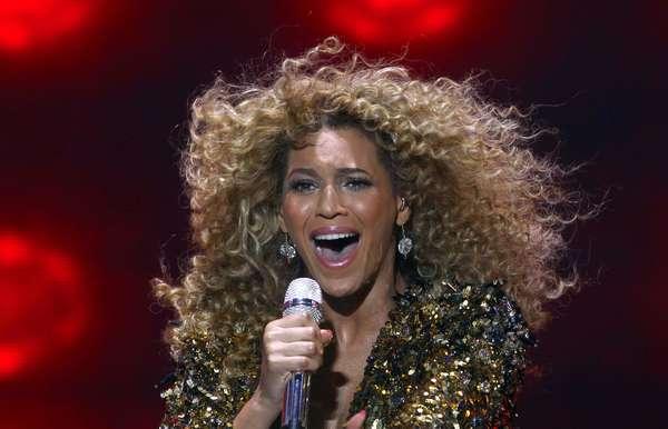 """La revista británica especializada en música y frecuente amante de los rankings, NME, realizó el conteo de los 100 mejores singles de la década que ya pasó. Los años 2000 contados en canciones que en el top ten cuenta con artistas como Beyoncé y Blur, dejando fuera de los diez a otros como Johnny Cash o The Killers. Juzgue usted los primeros puestos de la lista. En el número uno quedó el tema """"Crazy in Love"""" de Beyoncé."""