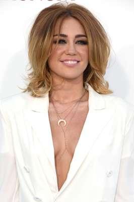 Miley Cyrus: respondendo às críticas sobre a perda de peso, Miley compartilhou que a intolerância a glúten fez ela perder peso. Para defender a dieta, Miley disse que ela pode ser benéfica para todos, tanto para a pele, quanto para o físico e para a saúde mental