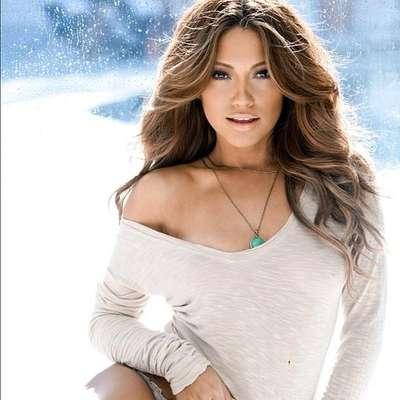 Jennifer Lopez tiene un clon, se trata de la modelo californiana Jessica Burciaga, quien por su belleza y sorprendente figura fue playmate de febrero de 2009 en la revista Playboy.