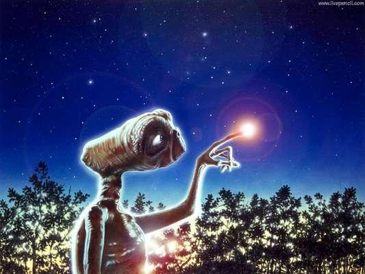 El drama del pequeño extraterrestre E.T., perdido a su suerte en la Tierra y empeñado en telefonear a su casa, conmovió a millones de espectadores hace ahora ya 30 años, un tiempo en el que el filme se ha consolidado como la mejor película de alienígenas de la historia del cine.