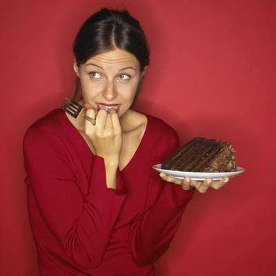 """Manter uma boa dieta é a primeira dica da lista do jornal 'Daily Mail' para garantir um bumbum de dar inveja. """"A proteína é essencial para fortalecer e aumentar seu bumbum"""", explica a nutricionista Rosie Millen. Então, inclua proteínas em todas as refeições. Uma cintura mais fina também dá a impressão de um bumbum maior. """"Para secar a barriga corte o açúcar e prefira os carboidratos resistentes como lentilha, feijão e arroz integral"""", aconselha"""