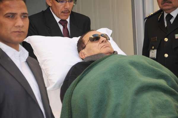 Este martes 19 de junio, el gobierno de Egipto informó que el ex presidente, Hosni Mubarak, se encontraba conectado a un respirador artificial, desmintiendo los rumores previos sobre su muerte. Pero, ¿cuando comenzó la caída de Mubarak y dónde se encuentran los egipcios tras el triunfo de la Primera Árabe?. Descubra cómo ocurrió la liberación de ese país paso a paso.