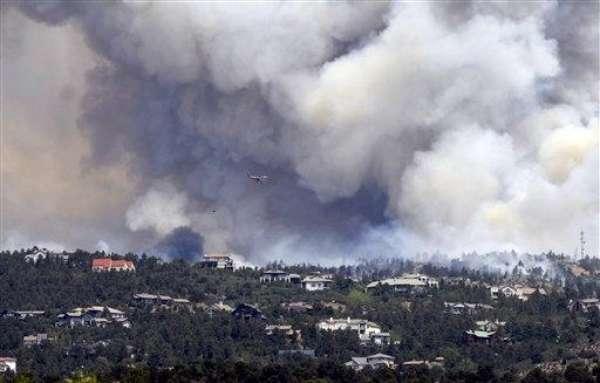 Estados Unidos está siendo azotado por agua, fuego y aire. El fuego se representa como incendio forestal. El último en aparecer lo hizo este domingo, en Colorado Springs, en el oeste de la nación y se propagó muy rápido debido al calor y a la baja humedad. Con llamas en más de 800 hectáreas provocó la evacuación de miles de personas.