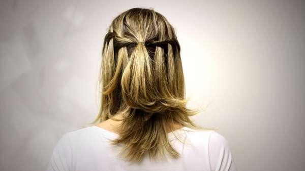 As tranças podem ser usadas em qualquer ocasião e complementam o visual. Por isso, o hair stylist Tiago Parente, embaixador de TRESemmé, montou um passo a passo para fazer a trança cascata, uma opção fácil e rápida para usar no dia-a-dia. Confira a seguir