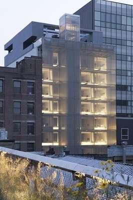 Hotel Americano, Nova York, Estados Unidos Moderno e descolado, o Americano é uma boa opção para se hospedar no vibrante bairro de Chelsea, em Manhattan. O hotel de 56 quartos decorados com muito estilo fica a poucos passos de galerias de arte e lojas de design e tem uma fachada metálica futurista que não passa despercebida