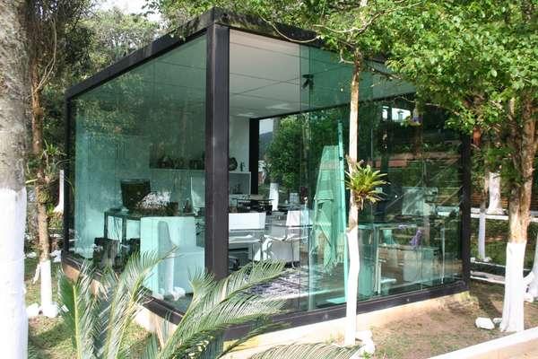 O cliente, que tem uma fábrica de contêineres, queria um home office em sua chácara. A arquiteta Marcy Ricciardi sugeriu, então, usar a estrutura de um dos produtos feitos pela empresa dele. Informações: (11) 9824-2743