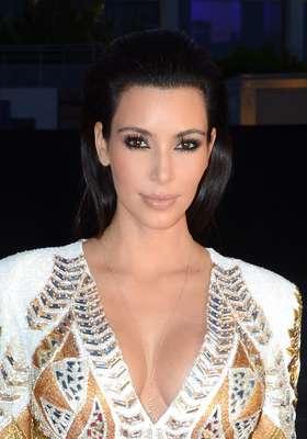 A socialite Kim Kardashian contou um pouco sobre sua rotina de beleza no programa Oprah's Next Chapter e falou também como dá conta de manter a pele lisinha e sem pelos