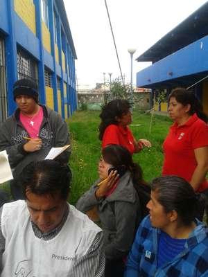 """El usuario @woolfmc21 escribió: """"#OpPRI Que hacen simpatizantes del PRI en las casillas? #Coacalco son un mar entero RT"""""""
