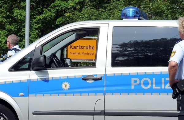 Un hombre que al parecer se oponía a ser desalojado del apartamento en el que vivía protagonizó este miércoles una toma de rehenes en un barrio residencial de Karlsruhe, al sudoeste de Alemania, que se saldó con cinco muertos, incluido el secuestrador.