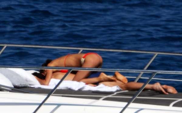 Las exclusivas y románticas vacaciones de Cristiano Ronaldo e Irina Shayk en Saint Tropez. La pareja se ha llevado, además, a Cristiano Jr., el hijo del futbolista, y a toda su familia, madre incluida.