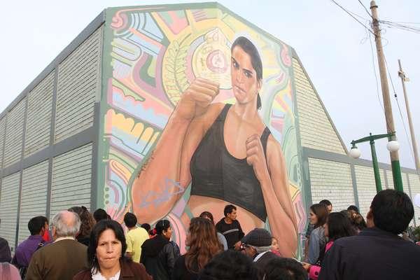 La Municipalidad de Magdalena rinde homenaje a nuestra campeona mundial de box, Kina Malpartida, develando un mural con su rostro que se ubicará en los exteriores del tradicional Coliseo Deportivo Aldo Chamochumbi