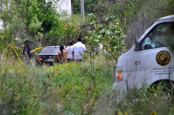 03-julio-2012.- Los límites municipales de Apodaca y San Nicolás fueron escenario de una persecución y balacera entre delincuentes y agentes de la Policía Ministerial, que dejó un saldo de una persona muerta.