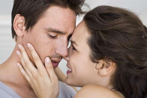 Un beso aumenta la inmunidad: Cuando besas a alguien, también intercambias algunos gérmenes con esa persona. Los investigadores creen que esto puede aumentar la inmunidad. Claro que este flujo de saliva tiene límites y no es válido para las embarazadas o parejas con herpes y problemas graves.