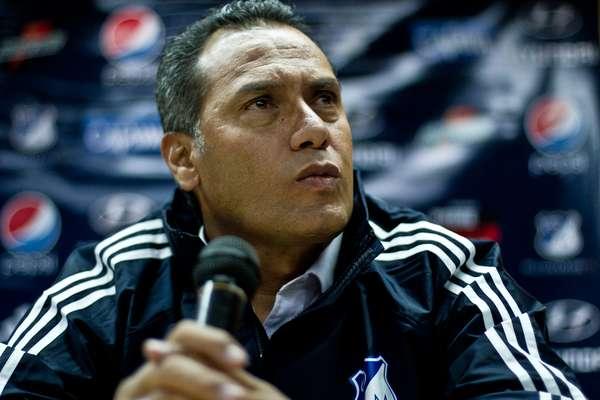 El nuevo técnico de Millonarios, Hernán Torres, fue presentado oficialmente por el presidente del equipo 'embajador' y de entrada dejó claras sus intenciones con el equipo de Bogotá. Firmó contrato a término indefinido