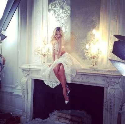 A top sul-africana Candice Swanepoel, uma das mais famosas angels de Victoria's Secret, postou em seu Twitter os bastidores da sua última sessão de fotos feitas para a marca