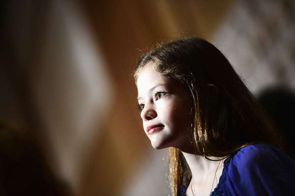 Mackenzie Foy, la actriz que interpreta a 'Renesmee', hija de 'Bella' y 'Edward', en 'Crepúsculo: Amanecer 2', debutó ante el público apareciendo por primera vez ante la prensa en la conferencia que el elenco del filme, que se estrena a fin de año, ofreció en la Comic Con de San Diego.