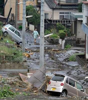 Las fuertes lluvias que golpean desde hace días el sur de Japón han elevado a 32 el número de fallecidos en las provincias de Oita, Kumamoto y Fukuoka, en las cuales 8 ciudadanos siguen desaparecidos, informó la agencia Kyodo.