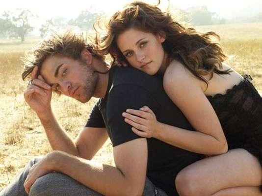 Kristen Stewart y Robert Pattinson. Es una de las parejas más perseguidas por los paparazzi y una de las más estables de Hollywood. Se conocieron en el set de rodaje de la popular 'Crepúsculo'. A pesar de que no han dicho 'somos novios' lo han dado a entender.