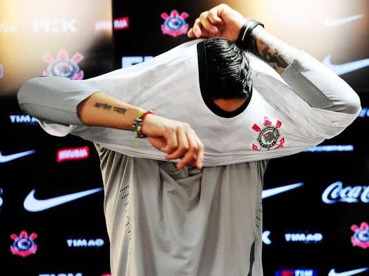 El delantero peruano Paolo Guerrero ya luce la camiseta del Corinthians de Brasil.