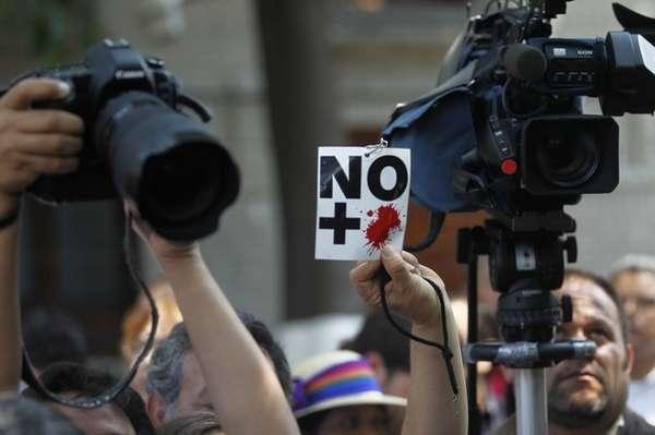 El sexenio de Felipe Calderón Hinojosa concluirá como el más violento para el periodismo en México y con el PRI se mantendría tendencia. A continuación un recuento de los periodistas muertos de los últimos dos años.