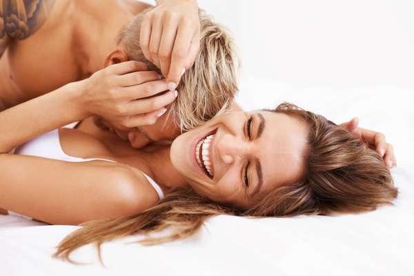 Tenha orgasmo antes da penetração: a penetração costuma acelerar as coisas para o homem. Portanto, faça com que ele a leve ao orgasmo durante as preliminares