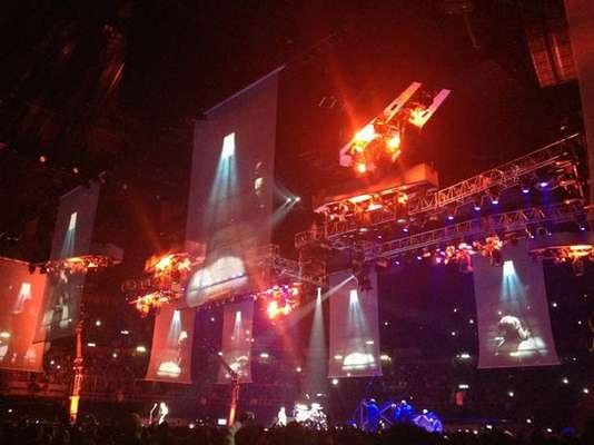 Metallica desató una verdadera histeria, simulando la destrucción total del escenario con fuego, pirotecnia y un técnico convertido en una antorcha humana, durante el concierto que realizó en el Palacio de los Deportes de la Ciudad de México.