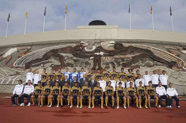 Pumas posa junto a rector de la UNAM para foto oficial
