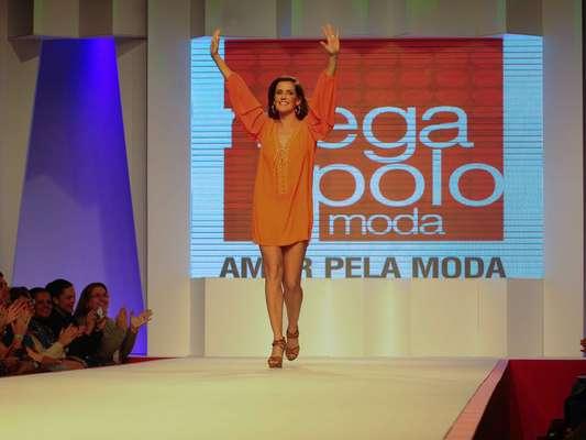 A atriz Deborah Secco desfilou nesta terça-feira (31) no Coleções Mega Polo Moda