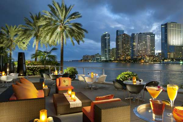 Cafe Sambal fica em Miami e possui uma belíssima vista da costa americana